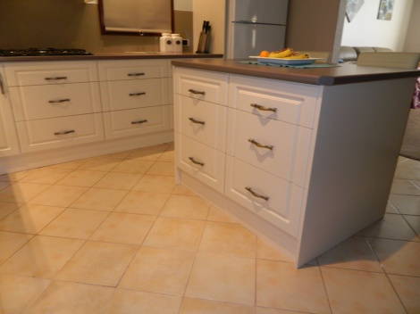 THIS KITCHEN HAS 16 DRAWERS GIVING EXCELLENT ACCESS TO EVERYTHING IN THE KITCHEN