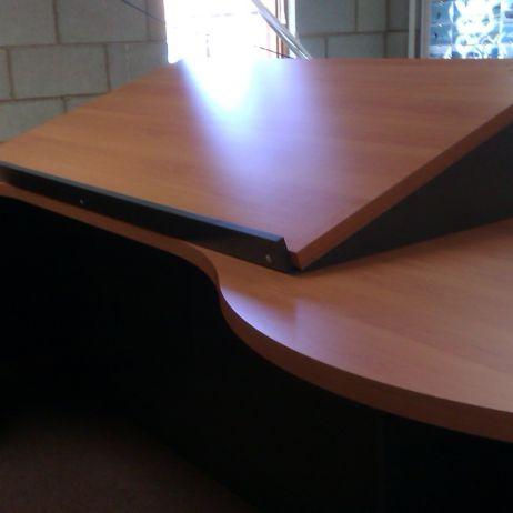 GENESEE & WHYOMING'S PURPOSE BUILT DESKS FOR THEIR TRAIN CONTROL OPERATION.