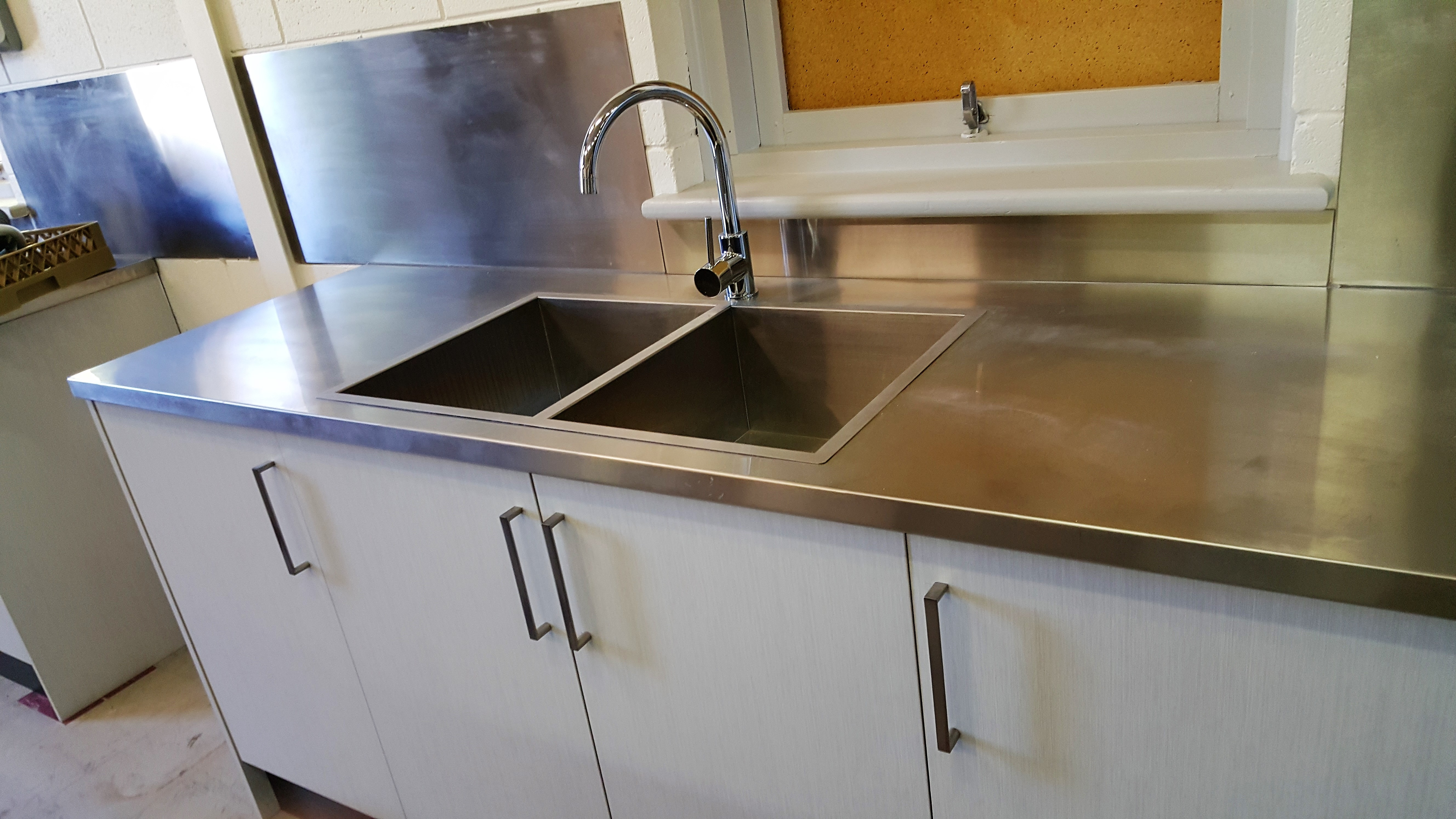 SALVATION ARMY MERCIAL KITCHEN THE FLAT EDGED SINKS BLEND
