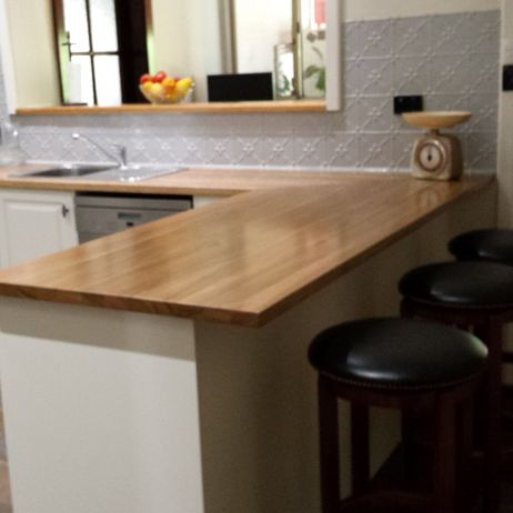 SOLID TIMBER BENCH TOPS LOOK STUNNING