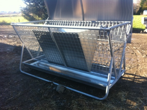 Hay Feeder  HDV with Tray & Bin