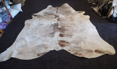 GEX/11: A SOFT AND SUBTLE AND ABSOLUTELY BEAUTIFUL PREMIUM COWHIDE RUG