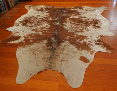 SPB/7: A TOTALLY MASSIVE & ABSOLUTELY GORGEOUS SYMMETRICALLY MARKED BROWN & WHITE COWHIDE RUG