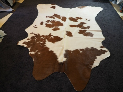 BRW/55: A PERFECT HIDE - SILKEN WHITE & A GLORIOUS RICH RED - A NEAT BRAND - A BEAUTIFUL COWHIDE RUG