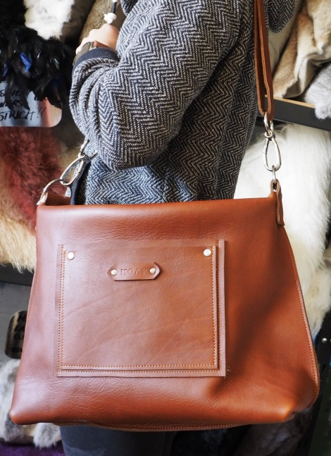 A Tote and a Handbag in one - Please ask for more Photos - it is an amazing Bag