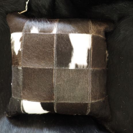 4/10: A BEAUTIFUL NATURAL BLACK & WHITE COWHIDE CUSHION COVER