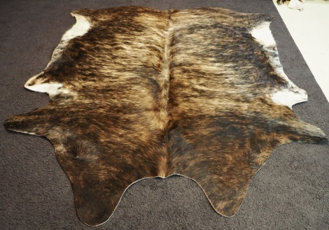 u3/123: A Perfect Wave graces this lovely Brindled Cowhide Rug