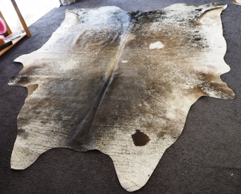 Grey/93: Lovely Soft Grey Tones - A Massive Speckled Cowhide Rug