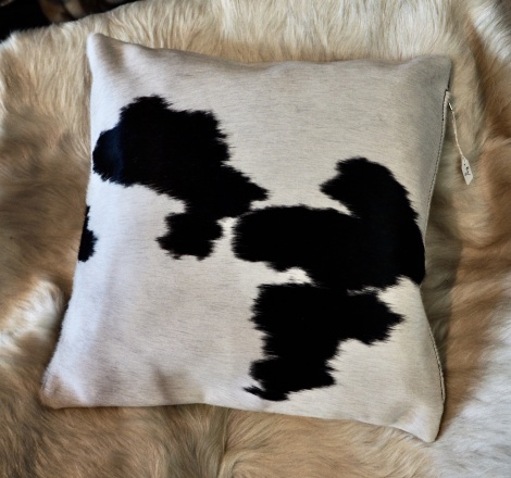 BW40/4: Black on White - A Great Design by Mother Nature - a 40cm cowhide Cushion
