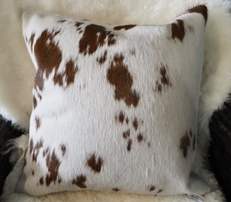 BRW40/6: A Delightful Brown on White 40cm Sq Cowhide Cushion