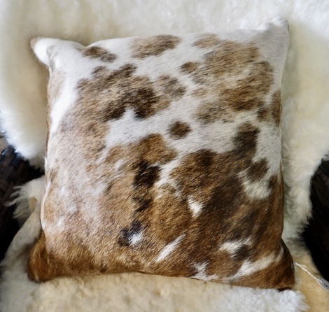 Extri40/6: Beautiful Markings Grace this Lovely 40cm Sq Cowhide Cushion