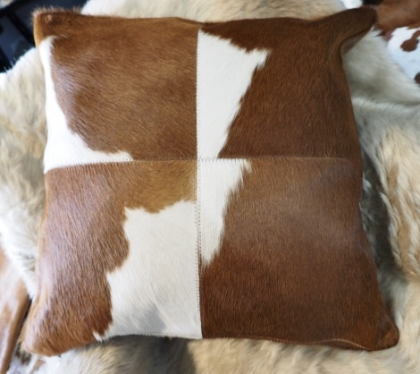 BRWp50/1: A Gorgeous 4 patch Brown and Whjte 50cm Sq Cowhide Cushion