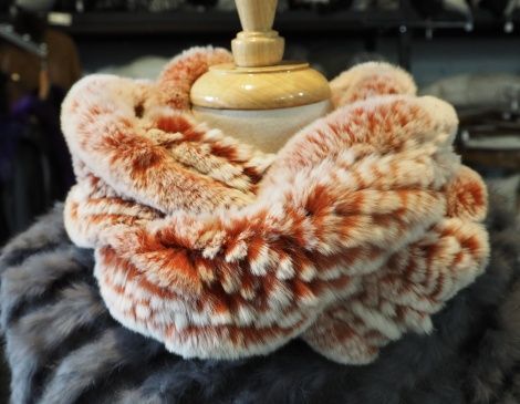 A LOVELY FROSTED ROSE REX RABBIT FUR INFINITY SCARF