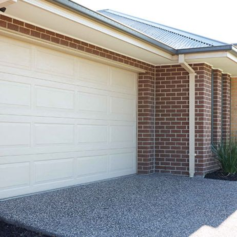 ESSENTIALS SERIES SECTIONAL GARAGE DOORS
