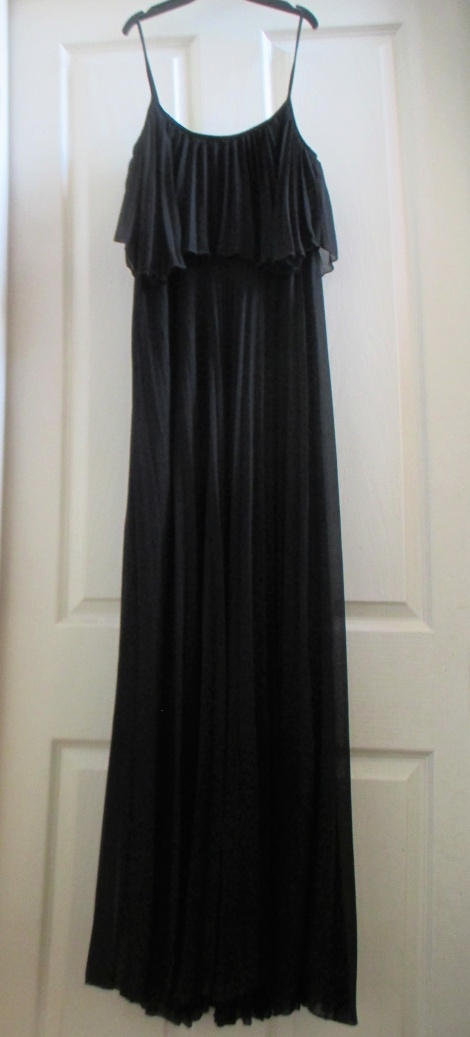 Carrie Sex & The City 70s pleated maxi