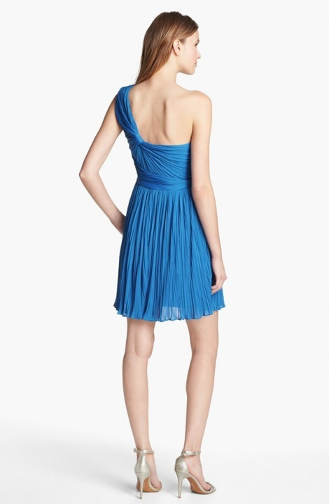 One shoulder pleat dress