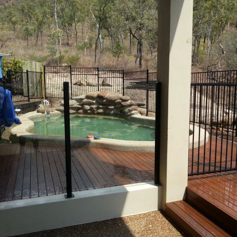 10mm Thick Semi Frameless Glass and Powdercoated Aluminum Fencing