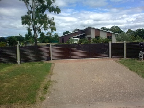 Horizontal Powdercoated Aluminium Slatted Gates and Fencing