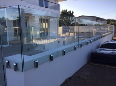 Frameless Glass with Stainless Steel 2205 Polished Vertical Clamp