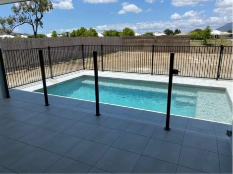 Half and Half Glass and aluminium fencing