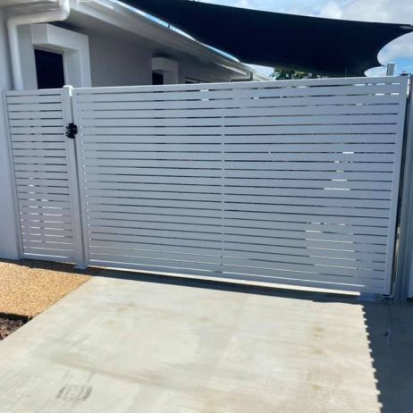 Horizontal various sized Slatted Gate with Returns