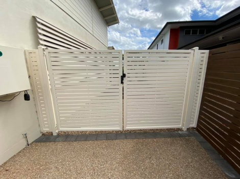 Horizontal  Slatted Double Gate with Returns