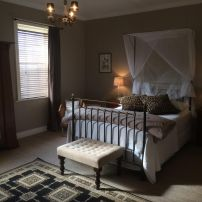 The Globe Inn Yass accommodation Queen Room with ensuite