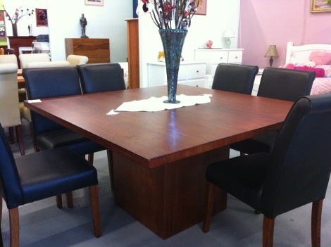 T08 SQUARE DINING TABLE