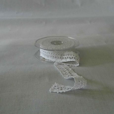 White cotton lace ribbon