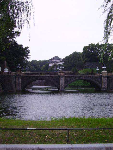 4:7 TRIP TO JAPAN - A QUIET MOMENT AT THE IMPERIAL PALACE AND EMPERORS' GARDENS