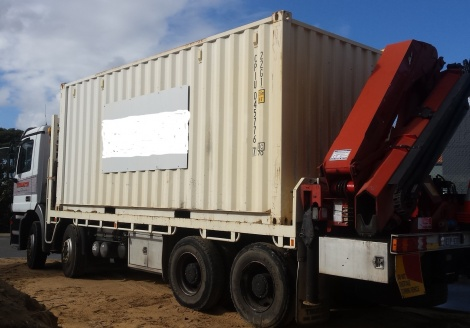 Sea containers up to approx 5 ton.