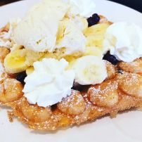 Bubble waffle with your own gelato