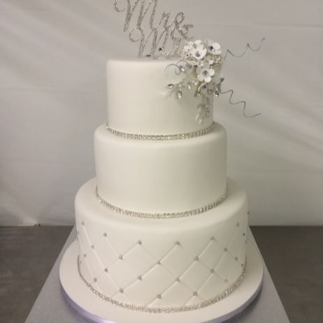 bling out wedding cakes my gallery check out our cakes s heavenly cakes 11922